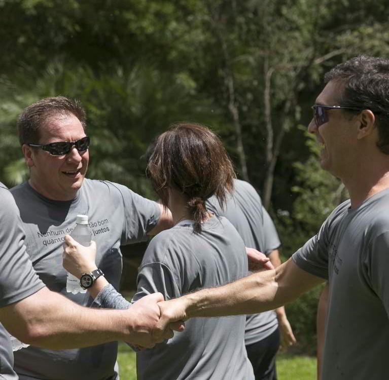 Grupo feliz em treinamento